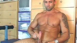 Found in the street, he gets serviced his big cock by a guy!
