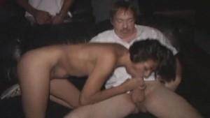 Petite Latina Bukkake in Porno