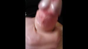 Uomo masturba il suo cazzo di 16cm.Man s Dick of 16 cm Masturbation.