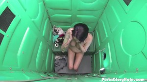 Porta Gloryhole grocery store whore gets filled