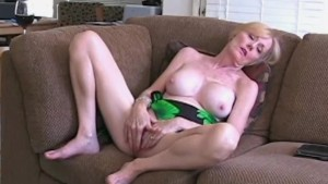 Suck and Fuck For MILF Step Mo