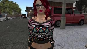 Une jolie femme virtuelle à lunette et cheveux rouge