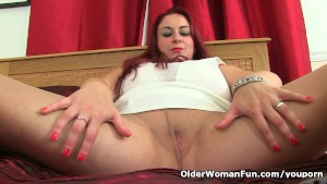 UK milf Sexy Scorpio wears nyl