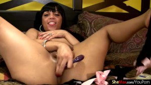 Feminine ebony tgirl reveals and shakes her black bubble ass