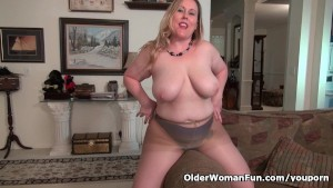 Curvy milf Jewels Carter can t