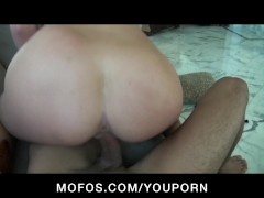 YOUNG GF INSERTS DIGITAL VIBRATOR OUTDOORS WHILE B
