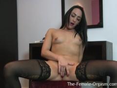 Hot Coed Masturbates her Huge Pussy L...