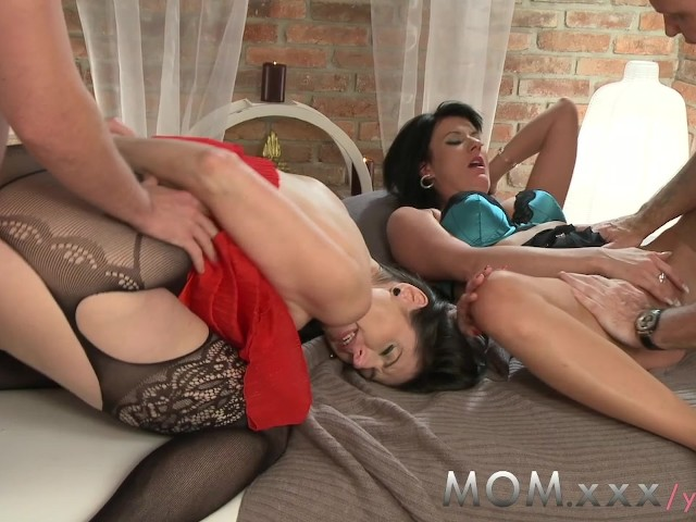 This hot! Swinger amature milf video trials milf like this