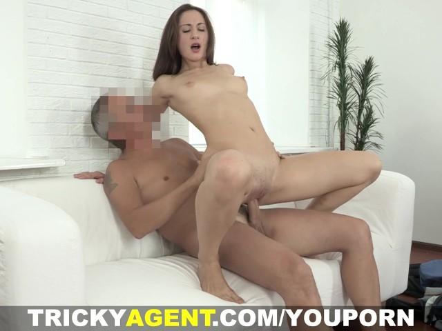 Порно фото хитрющий агент