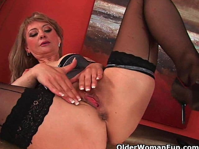 Sultry Mature Lady Stretches Her Wanton Pussy and Squirts - Free ...