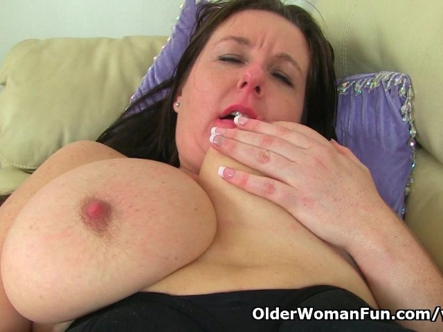 image British milf jessica jay gives her mature pussy a treat