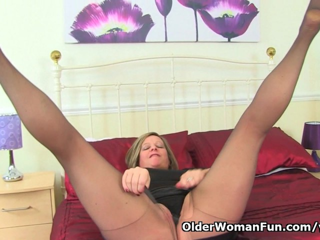english-milf-silky-thighs-lou-destroys-her-tights-and-plays