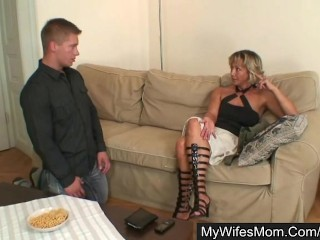 Her mom seduces her hubby for sex...