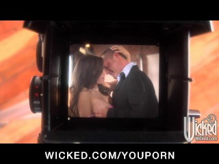 Hot big tit  her wet pu