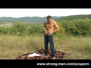 Steve Hunt a Sexy Hunk Outdoors...