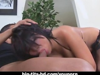 sexy-brunette-babe-with-big-tits-and-a-hot-pussy