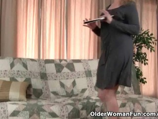 Mom's pantyhosed pussy
