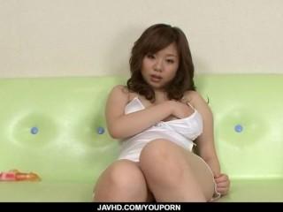 Aoi Mizumori plays with pussy in sensual solo