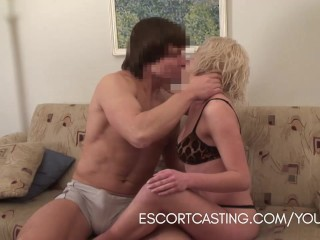 Casting gives a girlfriend experience to client in his home