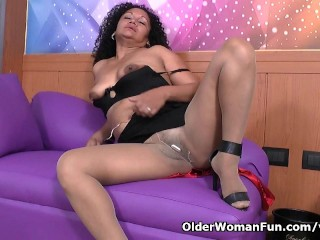 Latina milf Sharon needs to get off after work