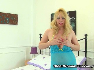 British finest loves fingering her mature pussy