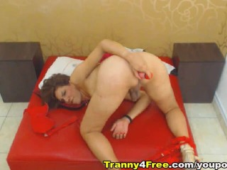 Skinny Tranny Shows Her Deep Hole