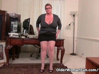 BBW milf Kimmie KaBoom shows off her secretary skills...