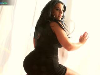 Glamorous twerking her butt while fucking...